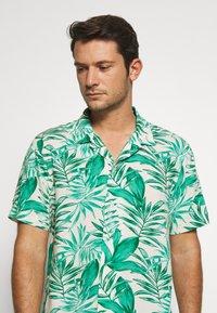 Banana Republic - CAMP JUNGLE PRINT - Camicia - canopy green - 3