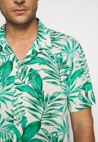 Banana Republic - CAMP JUNGLE PRINT - Camicia - canopy green - 5