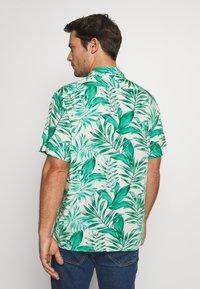 Banana Republic - CAMP JUNGLE PRINT - Camicia - canopy green - 2