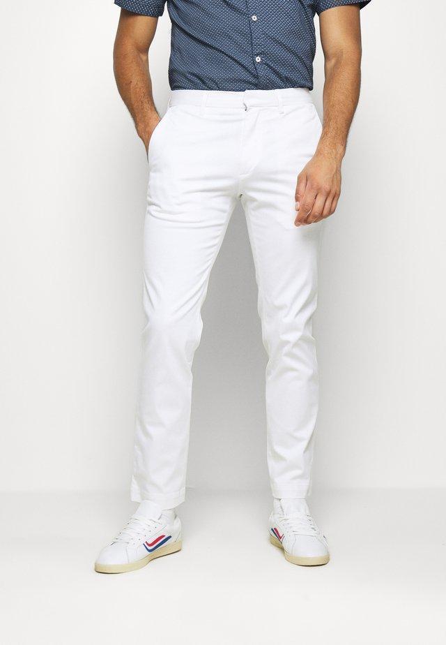 AIDEN - Trousers - white