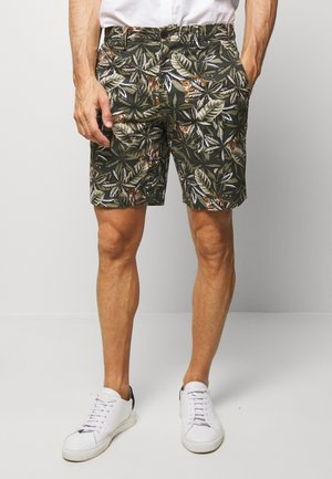 AIDEN TIGER  - Shorts - jungle green