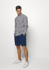 Banana Republic - AIDEN SOLID - Shorts - navy - 1