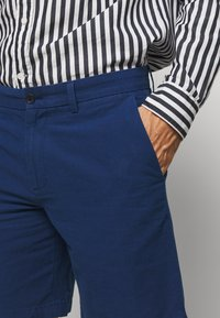 Banana Republic - AIDEN SOLID - Shorts - navy - 4