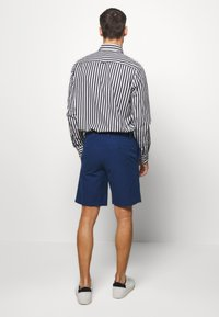 Banana Republic - AIDEN SOLID - Shorts - navy - 2