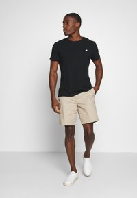 Banana Republic - LOGO SOFTWASH TEE - T-shirt basic - black - 1