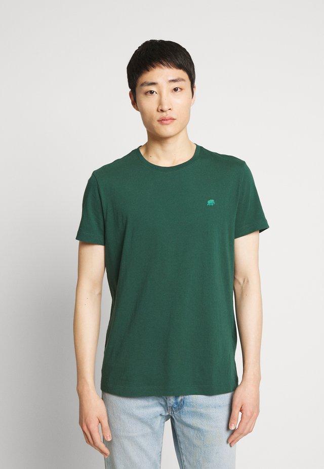 LOGO TEE  - T-shirt - bas - green thumb
