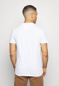 Banana Republic - BULL NEON GRAPHIC TEE - Print T-shirt - optic white - 2