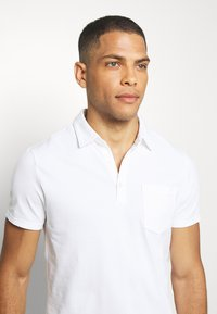 Banana Republic - PERFORMANCE - Polo shirt - white - 3
