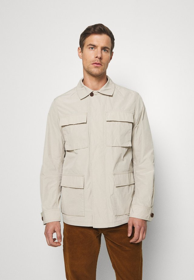 TRAVEL POCKET JACKET - Let jakke / Sommerjakker - natural stone