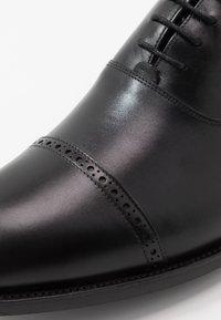 Barker - BURFORD - Klassiset nauhakengät - black - 6