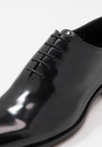 Barker - NELSON - Elegantní šněrovací boty - black - 6