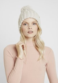 Bickley+Mitchell - BEANIE - Beanie - off-white - 1