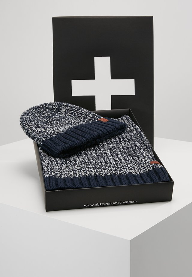 GIFTBOX SET - Šála - navy twist