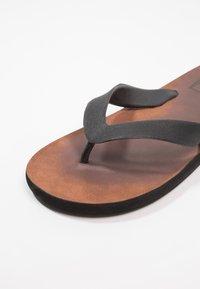 Blend - Sandály s odděleným palcem - cognac - 5