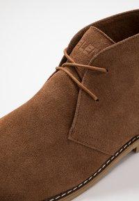 Blend - Zapatos con cordones - cognac - 5