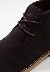 Blend - Volnočasové šněrovací boty - coffee bean brown - 5