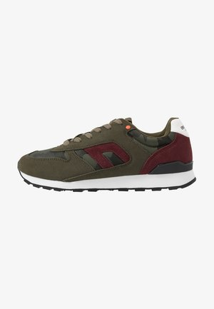 Trainers - forest night