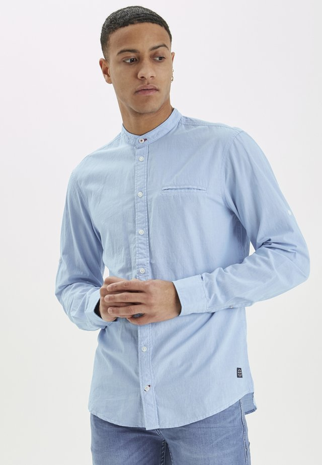 SHIRT SLIM FIT - Koszula - light blue