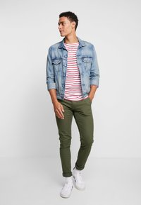 Blend - BHNATAN PANTS - Chinos - olive night green - 1
