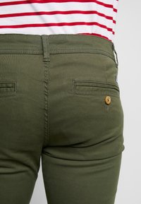 Blend - BHNATAN PANTS - Chinos - olive night green - 3