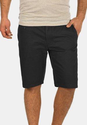 SASUKE - Shorts - black