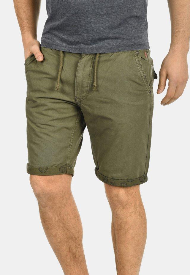 CLAUDIO - Shorts - green