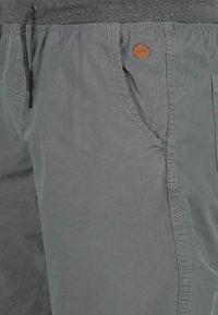 Blend - CLAUDE - Shorts - granite - 2