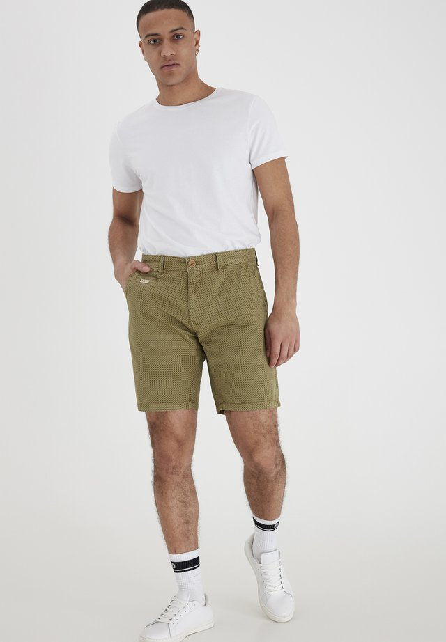 SHORTS - Szorty - martini olive