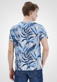 Blend - Print T-shirt - chip grey - 2