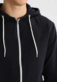 Blend - REGULAR FIT - Sudadera con cremallera - black - 3