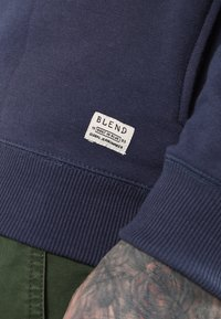 Blend - REGULAR FIT - Felpa con cappuccio - mood indigo blue - 4