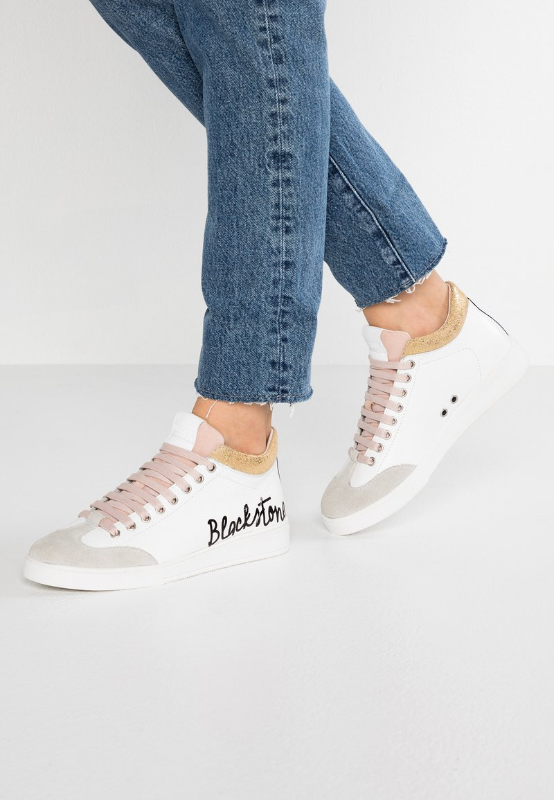 Blackstone - High-top trainers - white/rose