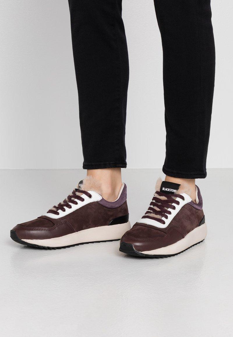Blackstone - Sneakers laag - fudge