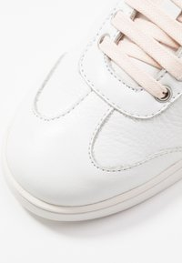 Blackstone - Trainers - white/wheat/rose - 2