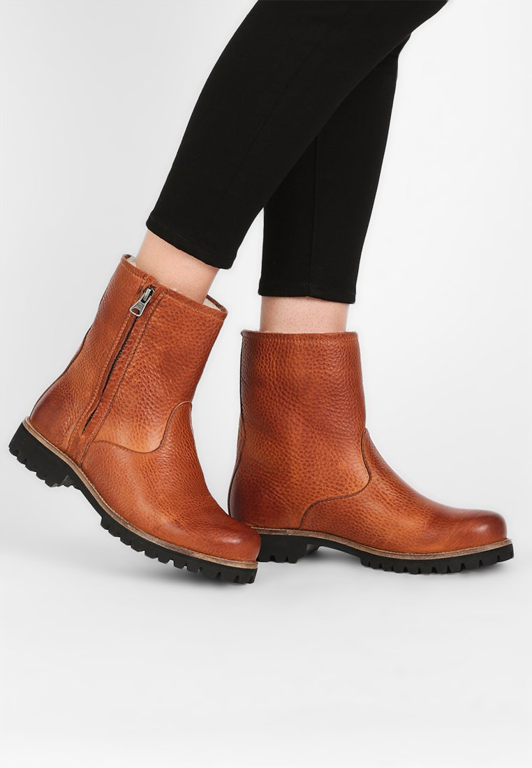 Blackstone - Classic ankle boots - camel
