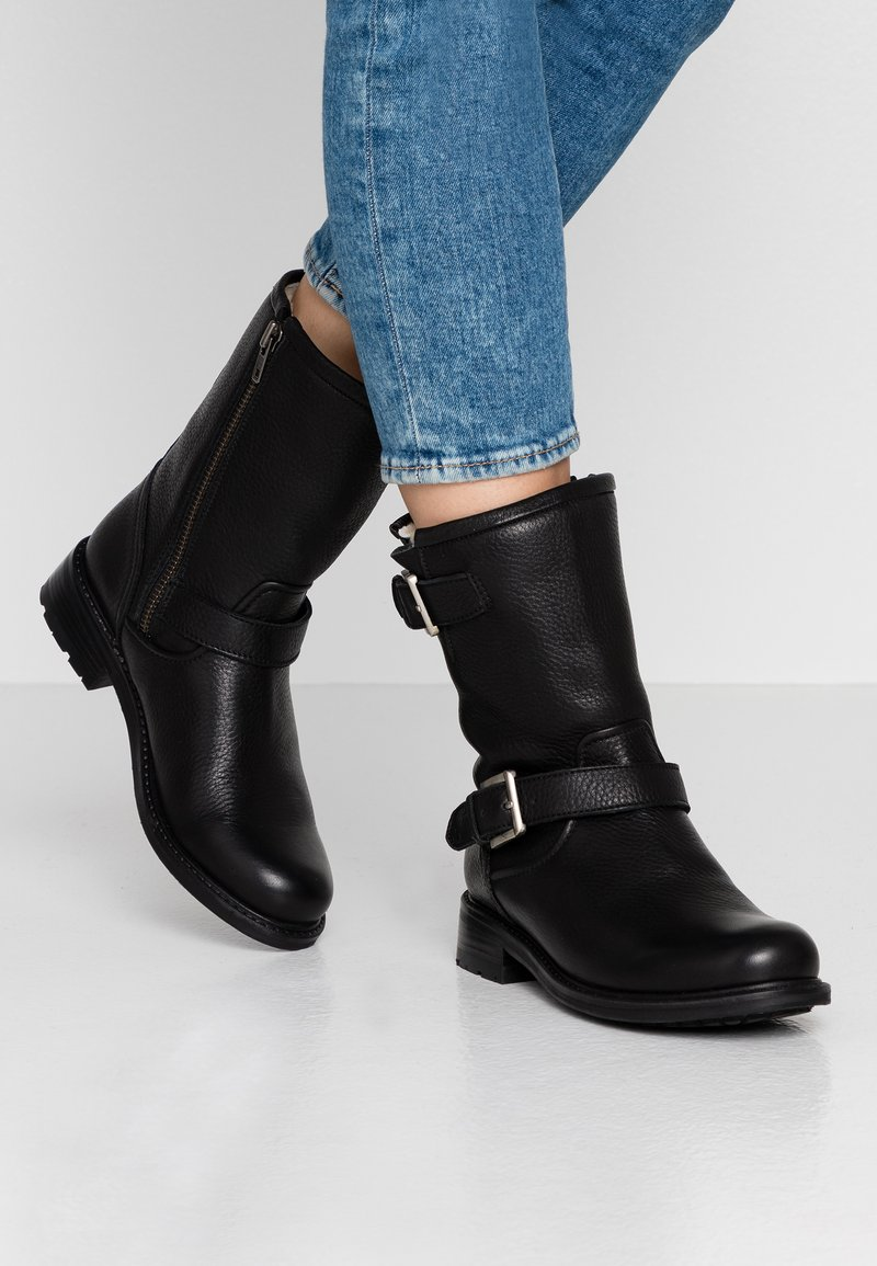 Blackstone - Classic ankle boots - black