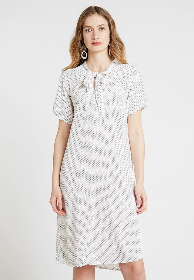 V AUSSCHNITT - Day dress - weiss