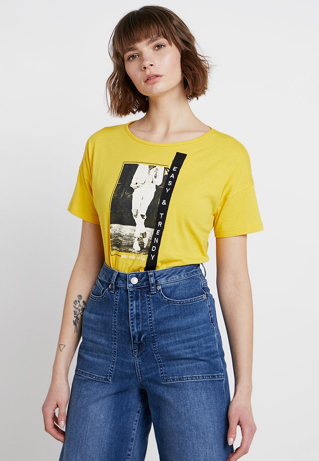 RUNDHALS - Print T-shirt - sun