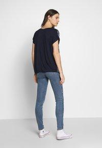 Blue Seven - Print T-shirt - nachtblau - 2
