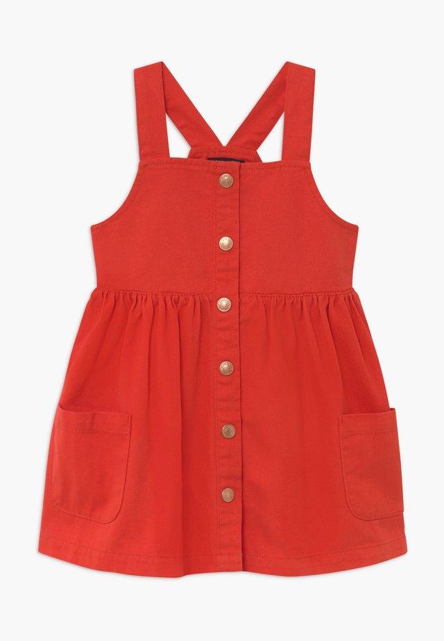 KIDS DENIM PINAFORE - Denimové šaty - tomate