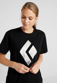 Black Diamond - CHALKED UP TEE - Camiseta estampada - black - 3