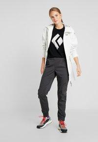 Black Diamond - CHALKED UP TEE - Camiseta estampada - black - 1