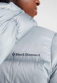 Black Diamond - VISION PARKA - Dunjakke - limestone - 4