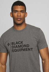 Black Diamond - STACKED LOGO TEE - T-shirts print - charcoal heather - 3
