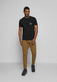 Black Diamond - RAYS POCKET TEE - T-shirts print - black - 1