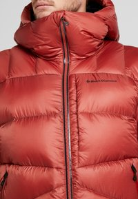Black Diamond - VISION DOWN - Down jacket - red rock - 3