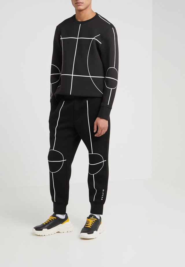 COURTLINES - Tracksuit bottoms - black