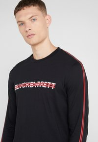 Neil Barrett BLACKBARRETT - STRIPE LOGO LONG SLEEVE  - T-shirt à manches longues - black/white - 4