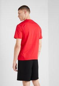 Neil Barrett BLACKBARRETT - 3D MESH SKULLS - T-shirt con stampa - red/black/white - 2