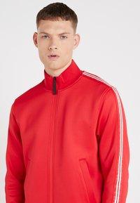Neil Barrett BLACKBARRETT - LOGO TAPE MOCK NECK TRACK - Giacca sportiva - red/white - 4